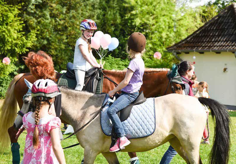 Pferdeparty, Ponyparty, Pferde, Kindergeburtstag im Garten, Ponyreiten, www.spielpferd.de
