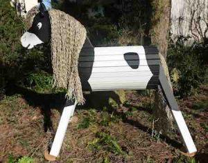Wunderschönes Holzpferd für den Garten.
