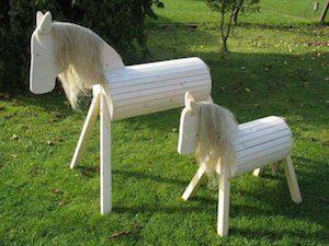 Holzpferd groß und klein für den Garten, Kindergarten oder Reiterhof. Für Kinder zum Reiten spielen.