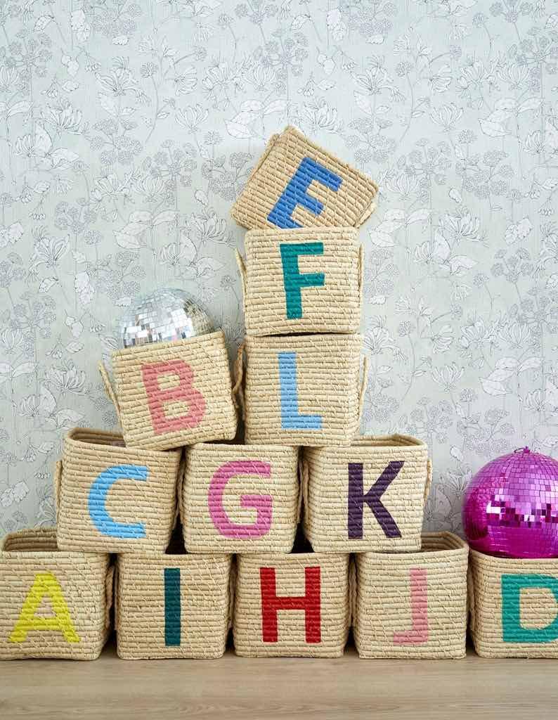 Aufbewahrungskorb von Rice, mit aufgemalten Buchstaben, Kinderzimmer Dekoration, Kinderzimmer einrichten, Ideen